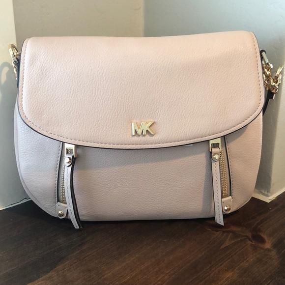 704743b73e74 Michael Kors Evie soft pink MD shoulder flap bag